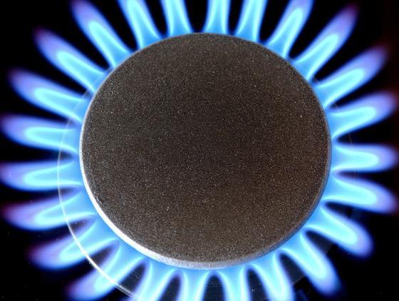 Erdgas ist ein wichtiger fossiler Brennstoff. Hauptbestandteil von Erdgas ist Methan als Energieträger. Deutsche Forscher habennun ein Verfahren entwickelt, das es ermöglicht, den Energiegehalt des Methans in Form von Wasserstoff zu nutzen. Der große Vorteil: Es bildet sich kein klimaschädliches Kohlendioxid.