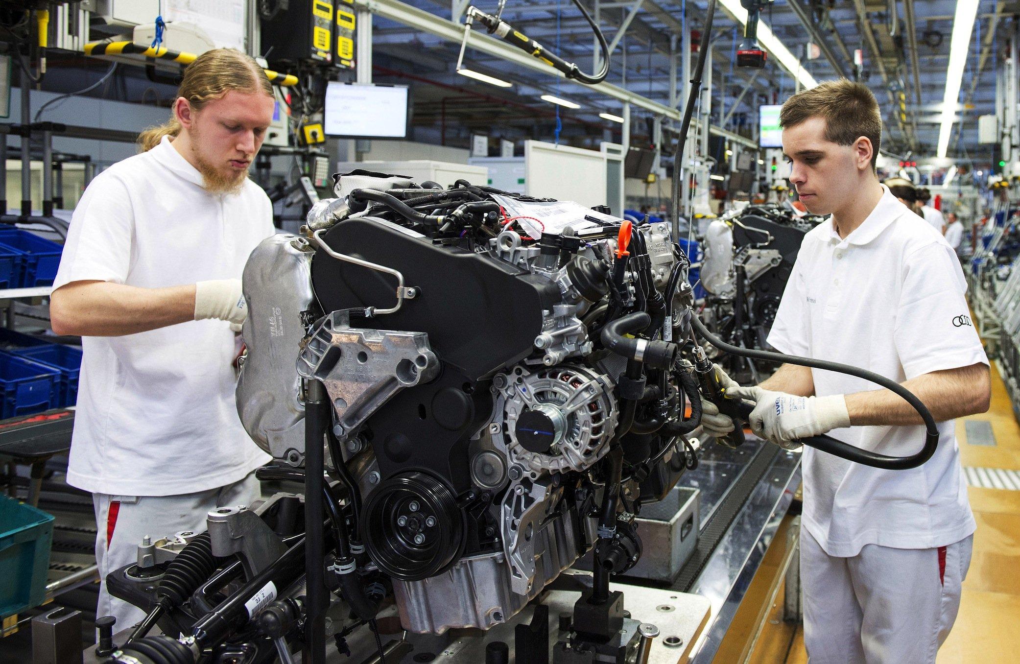 Motorenfertigung bei Audi in Ingolstadt: Die US-Behörden haben aufgedeckt, dass nicht nur VW-Motoren, sondern auch Aggregate von Audi über Manipulationssoftware verfügen.