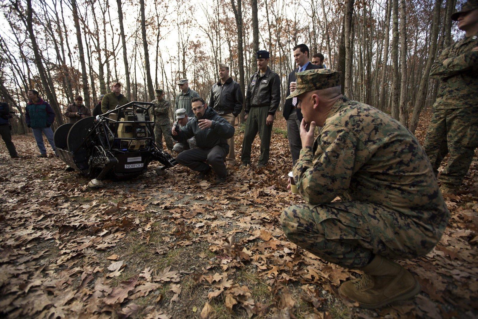 Boston Dynamics lässt seine Maschinen von den US-Soldaten auf Tauglichlichkeit testen.