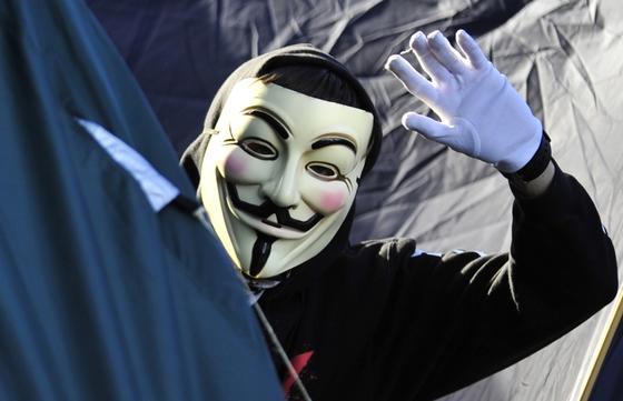 Die Hackergruppe Anonymous hat dem IS den Cyberkrieg angekündigt und ist auch aktiv geworden. Das Kollektiv hat dabei aber offenbar auch vielen anderen Internetnutzer geschadet.