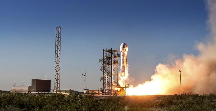 Weltpremiere: Amazon-Ingenieure lassen Rakete senkrecht landen