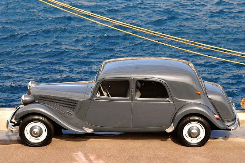 Auch der Sechszylinder-15CV bekam im letzten Baujahr (1957) die hydropneumatische Federung serienmäßig.