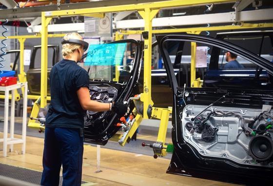 Volvo setzt die Datenbrille HaloLens von Microsoft in der Produktion und der Entwicklung ein. Jetzt zieht auch Volkswagen im Werk Wolfsburg nach.