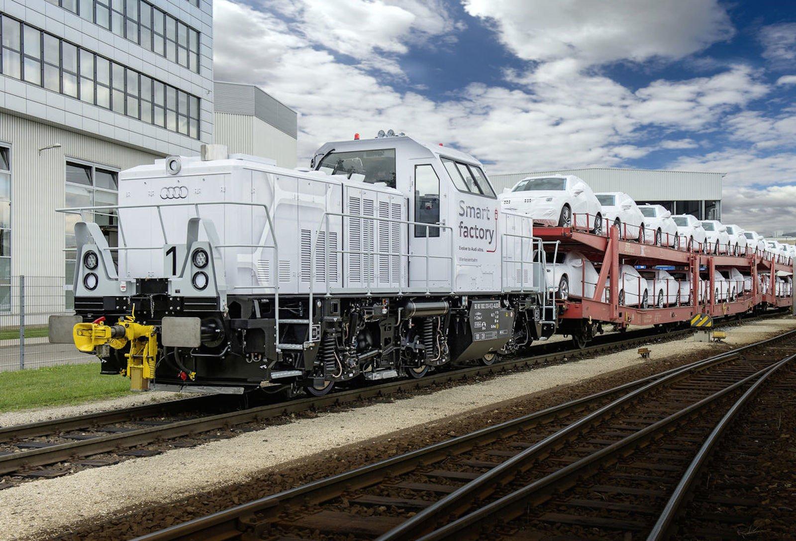 Im Audi-Stammwerk Ingolstadt kommen täglich 15 Güterzüge mit Pressteilen, Motoren, Getrieben und auslieferungsbereiten Autos aus anderen Audi-Werken, die auf die einzelnen Hallen verteilt beziehungsweise zur Verladestation für Neuwagen gebracht werden müssen.