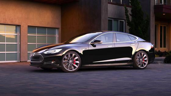 Für bis zu 3300 € können Tesla-S-Besitzer ihr Fahrzeug mit dem neuen Autopiloten ausrüsten. Einige der stolzen Besitzer halten sich allerdings nicht an die Nutzungsbedingungen.<strong></strong>