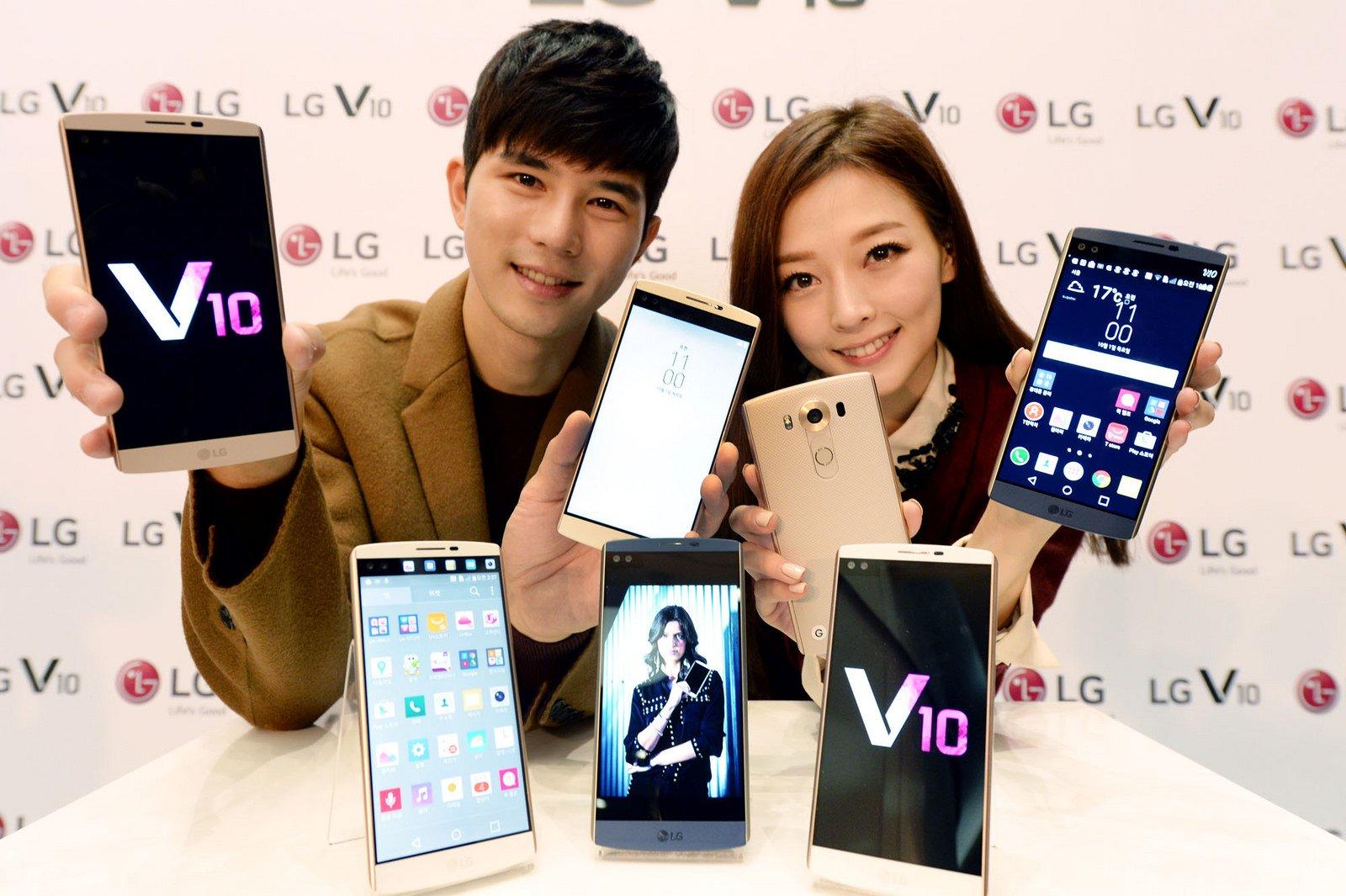 Der Bildschirm des LG V10 ist zweigeteilt: Im oberen kleinen Display kann man zum Beispiel Nachrichten empfangen, ohne die Haupttätigkeit auf dem großen Display zu unterbrechen.