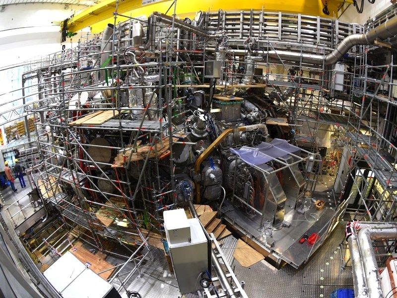 Der Greifswalder Fusionsreaktor Wendelstein 7-X im Juni 2015: Am 10. Dezember soll die erste Kernfusion eingeleitet werden.