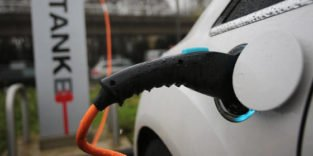 Neuartige Batteriezelle soll für höhere Reichweiten sorgen