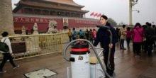 Künstler backt Ziegelstein aus dem Dreck der Luft in Peking