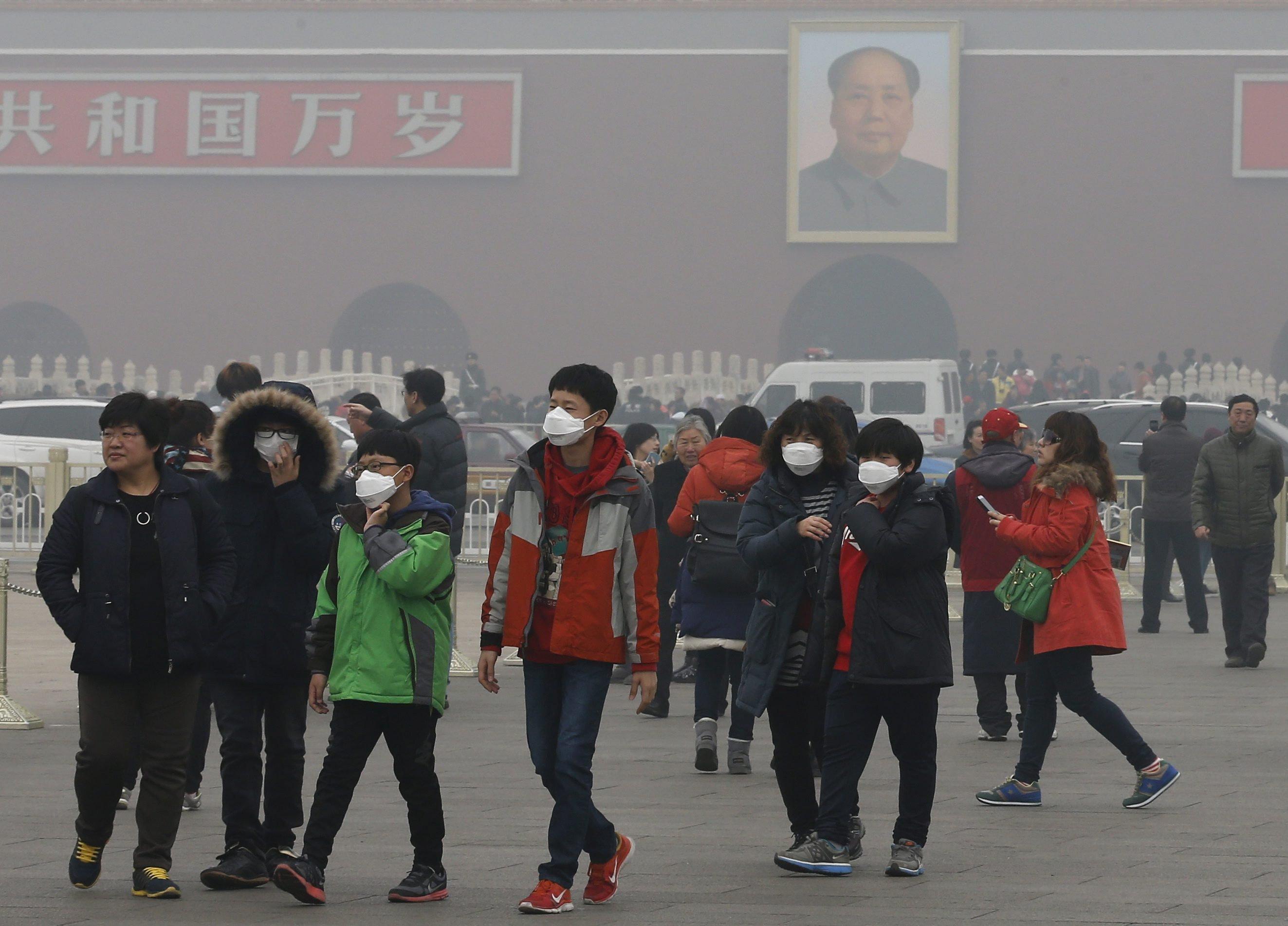 Smog in Peking: In China sind nicht Industrie und Verkehr Hauptverursacher des Smogs, sondern sogenannte Kleinfeuer – dazu zählen kleine Öfen, stark qualmende Holzfeuer und Dieselgeneratoren.