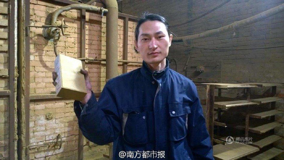 Der chinesische Künstler Nut Brother hat aus dem Dreck der Luft Pekings einen Stein gefertigt. Er soll symbolisieren, wie schmutzig die Luft der chinesischen Hauptstadt ist.
