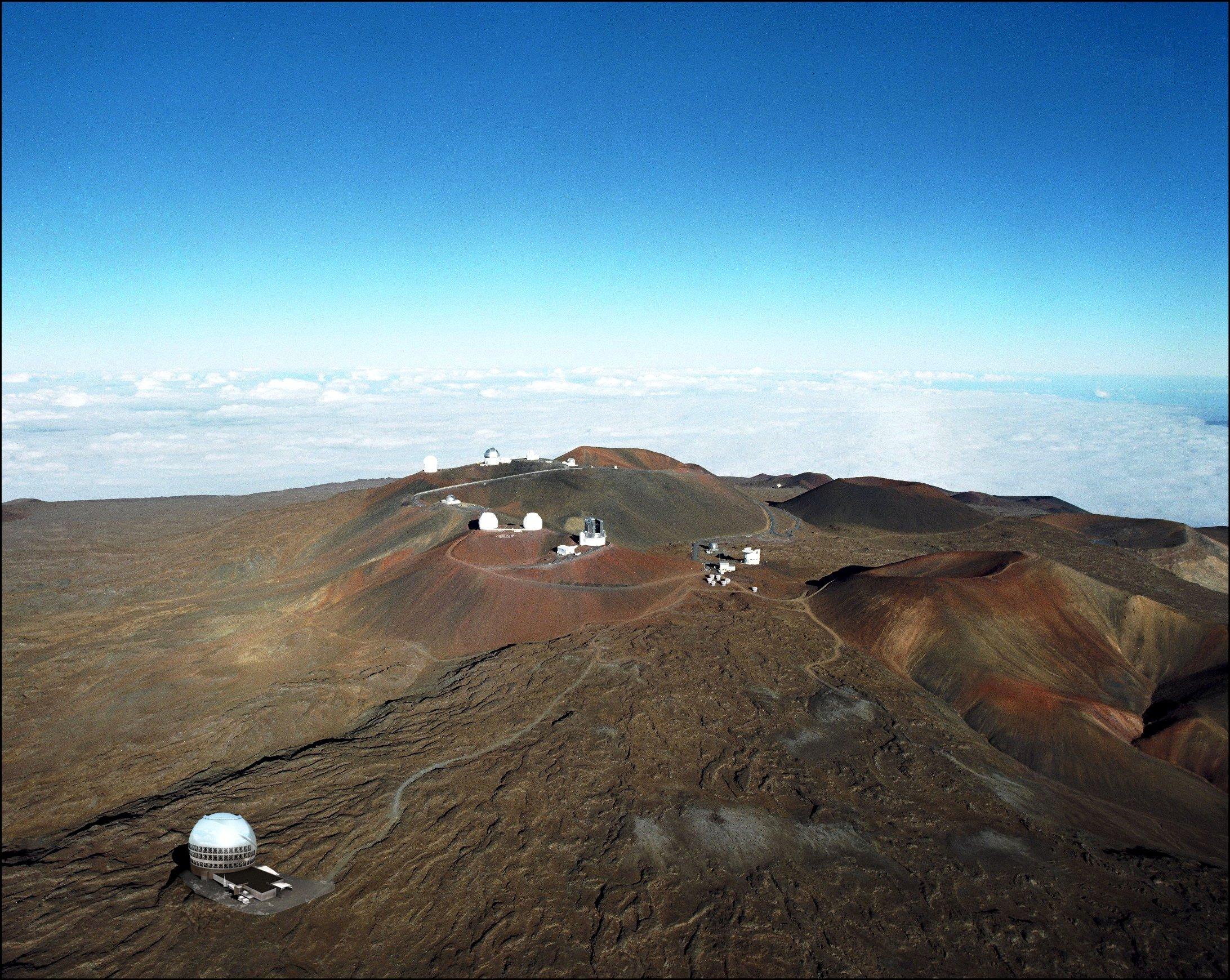 Wegen seiner dünnen und trockenen Luft ist der Mauna Kea, der höchste Berg Hawaiis, ein beliebter Standort für Teleskope.Seit 1968 sind in der Gipfelregion schon 13 kleinere Teleskope gebaut worden.