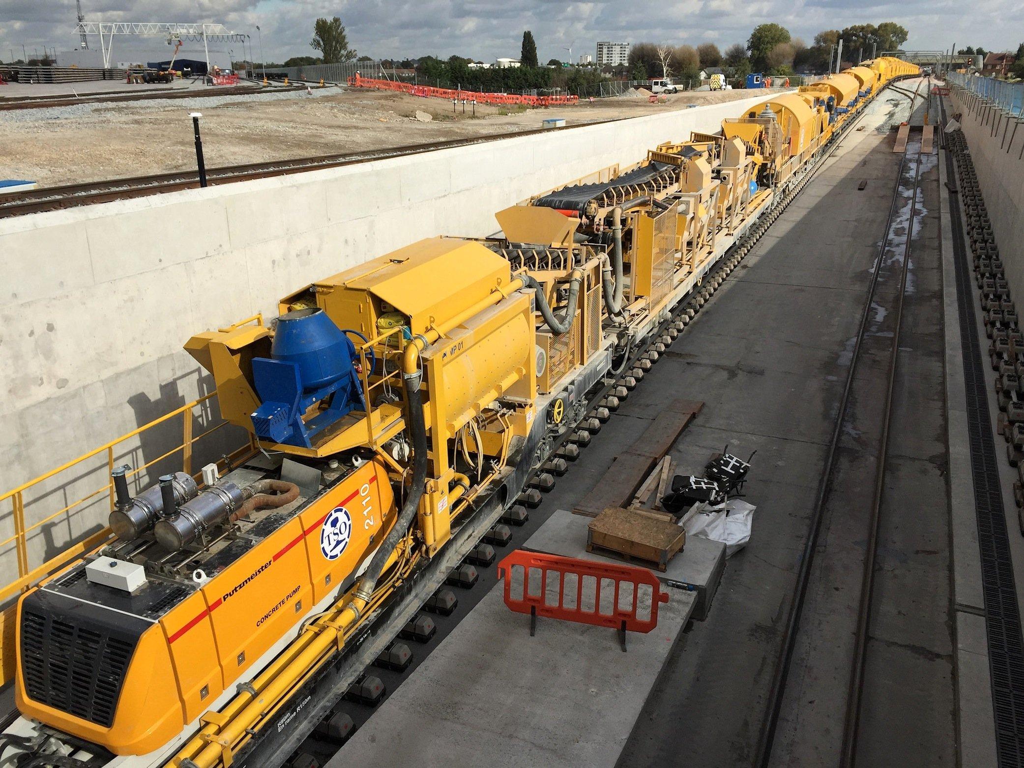 Riesige Mengen Abraum müssen aus den Tunnelröhren herausgeschafft werden. Acht Tunnelbohrmaschinen sind gleichzeitig im Einsatz.