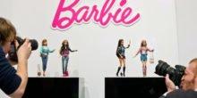 Barbie-Puppe hört die Gespräche im Kinderzimmer ab