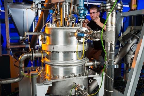 Energiespeicher auf Kalkbasis: Am DLR-Institut für Technische Thermodynamik entwickelten Wissenschaftler eine effizientere Methode, Kalk als Wärmespeicher zu nutzen. Die Technik eignet sich sogar für den Einsatz in Privathaushalten, um beispielsweise Solarstrom zu speichern.