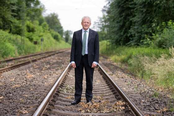 Bahnchef Rüdiger Grube: Offenbar gibt es Pläne des Aufsichtsrates die Gehälter der Bahnvostände an die Pünktlichkeit der Züge zu koppeln.