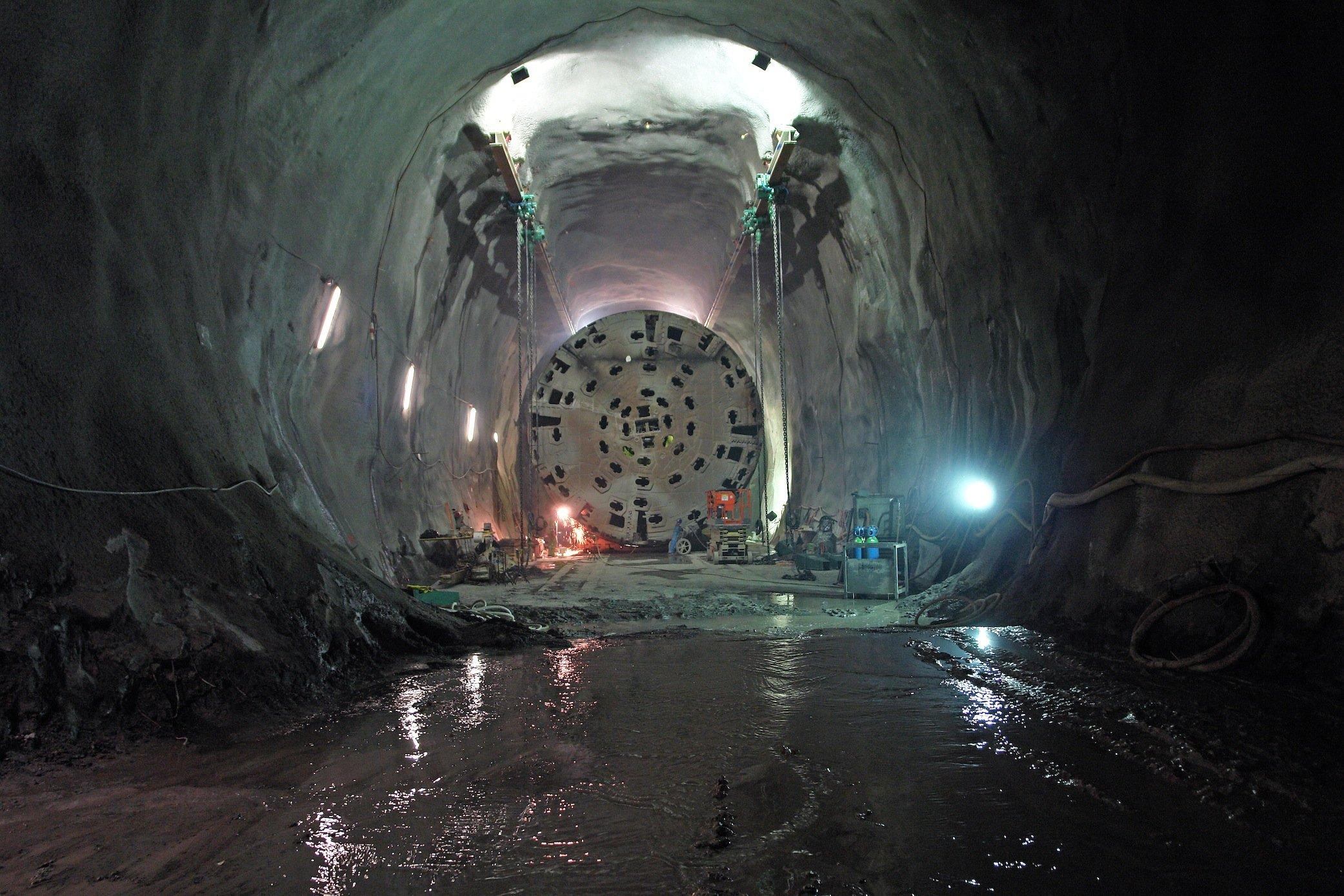Demontage einer Tunnelbohrmaschine von Herrenknecht: Vier Maschinen bohrten 85 km der Röhren durch den Gotthard.