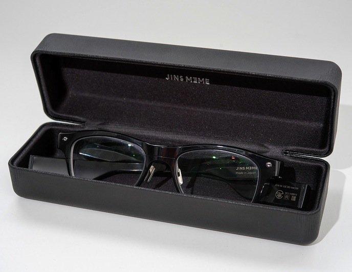Die Jins Meme Brille sieht aus wie eine ganz normale Brille. Und mit entsprechenden Gläsern kann sie auch als Sehhilfe genutzt werden. Die smarte Technik verbirgt sich in den Brillenbügeln.