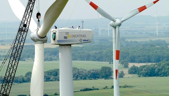 Der Ausbau der Windkraftanlagen in Deutschland hat 2015 stark an Tempo verloren. Dennoch ist der Anteil der Erneuerbaren Energien an der Stromerzeugung auf ein Drittel gestiegen.