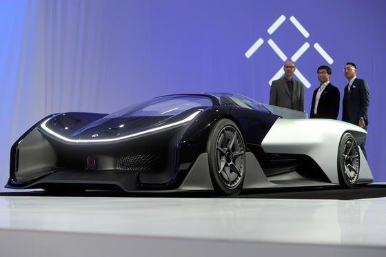 Das an das Batmobile erinnernde, extrem flache Elektroauto FFZER01 präsentiert der HerstellerFaraday Future auf der Elektronikmesse CES in Las Vegas. Wann das Auto auf den Markt kommt, hat der Hersteller nicht verraten.