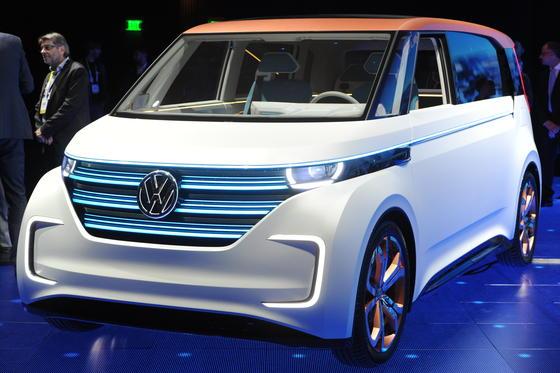 Coole Kiste: Auf der CES in Las Vegas zeigt VW eine elektrische Version des VW Bulli. Ob der VW BUDD-e je gebaut wird, ist offen. Schön wär's.