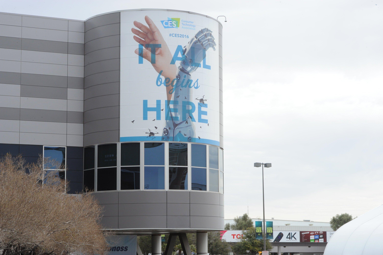 """""""Hier fängt alles an"""" steht auf dem Logo der CES 2016 zu lesen. Und so hat auchNXP seinen Mini-Sensor gerade auf der Elektronikmesse in Las Vegas vorgestellt."""