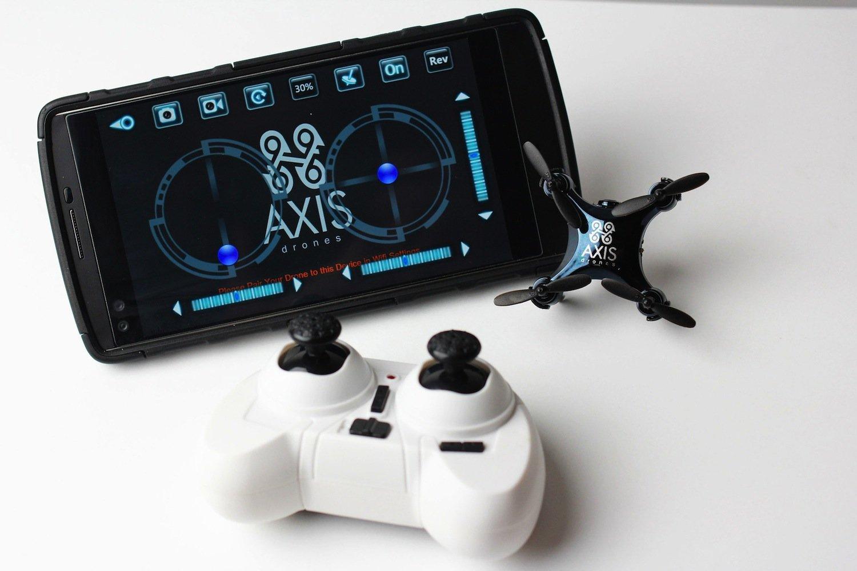 Die Steuerung ist flexibel gestaltet: Der Pilot fliegt die Drohne mit Controller, Smartphone oder Tablet.