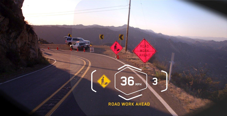 BMW stellt auf der CES ein Head-up-Display für Motorradfahrer vor. Damit kann der Fahrer alle wichtigen Informationen wie Tempo und den eingelegten Gang ins Blickfeld einblenden.