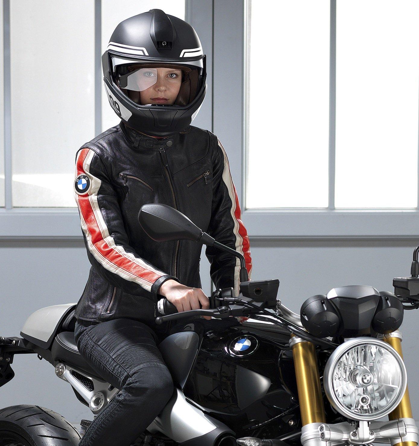 Head-up-Displays gibt es für Autos schon seit 2003. Auf der CES stellt BMW die Technik für den Motorradhelm vor.