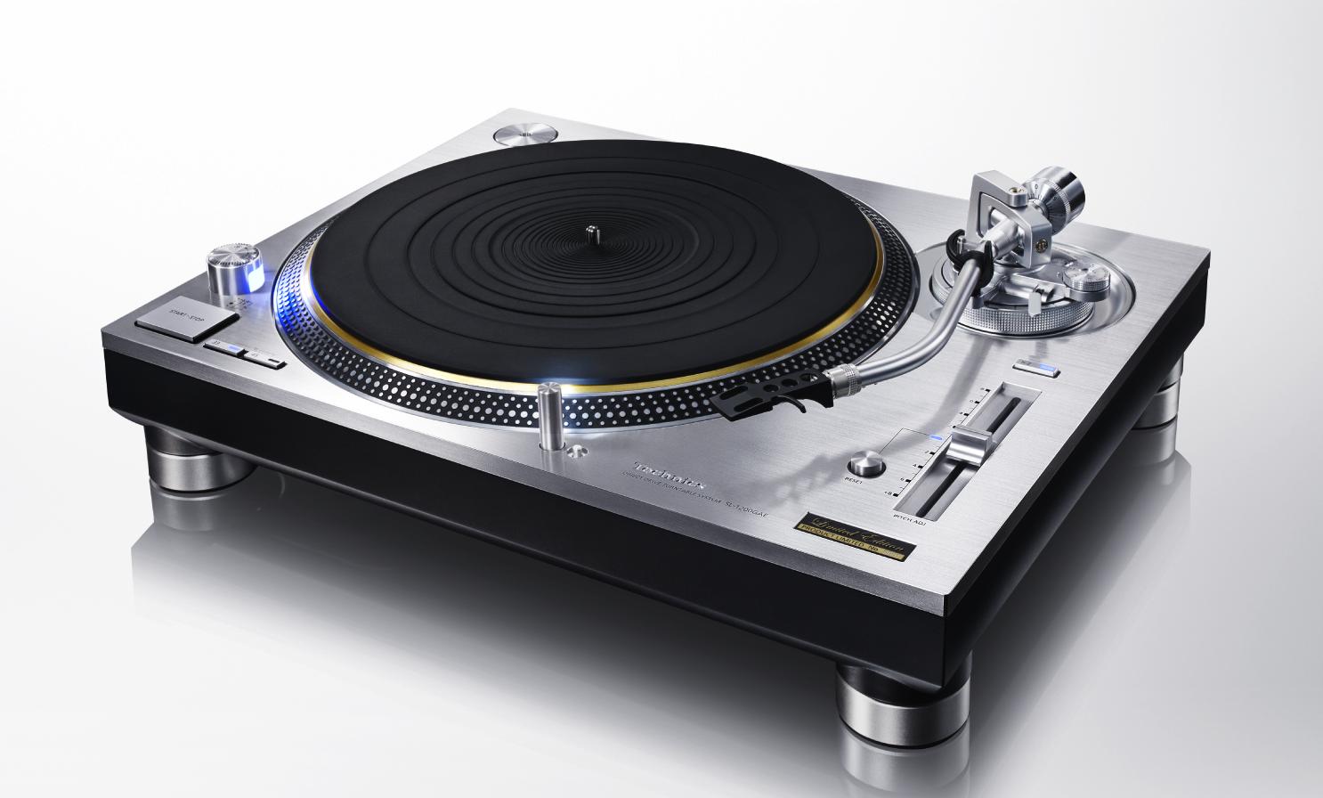 Technics bringt wieder den Kult-Plattenspieler SL-1200 auf den Markt. Er ist ausgestattet mitSensoren, die Rotationsgeschwindigkeit und Vibration kontrollieren.
