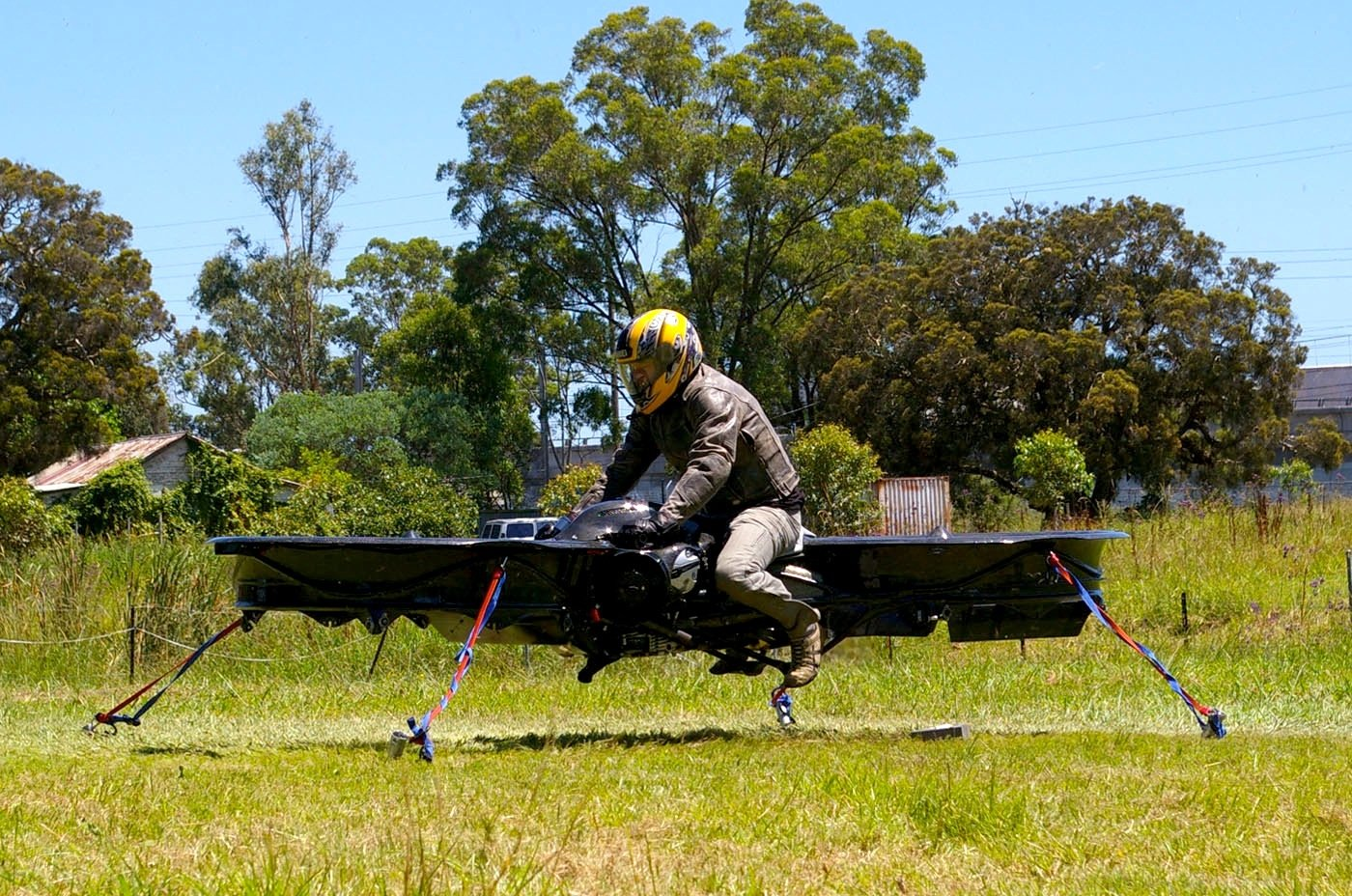Die US-Army interessiert sich für die Erfindung des Hoverbike des BritenChris Malloy. Soldaten sollen es für Aufklärungsflüge nutzen.