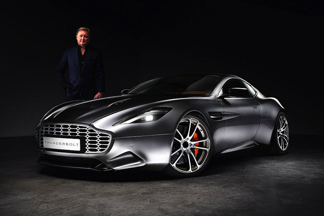 """Henrik Fisker vor seinem neuen Modell Thunderbolt: Auf der Detroit Motor Show will der dänische Designer den Supersportwagen""""The Force 1"""" vorstellen. Es gibt noch keine Bilder."""