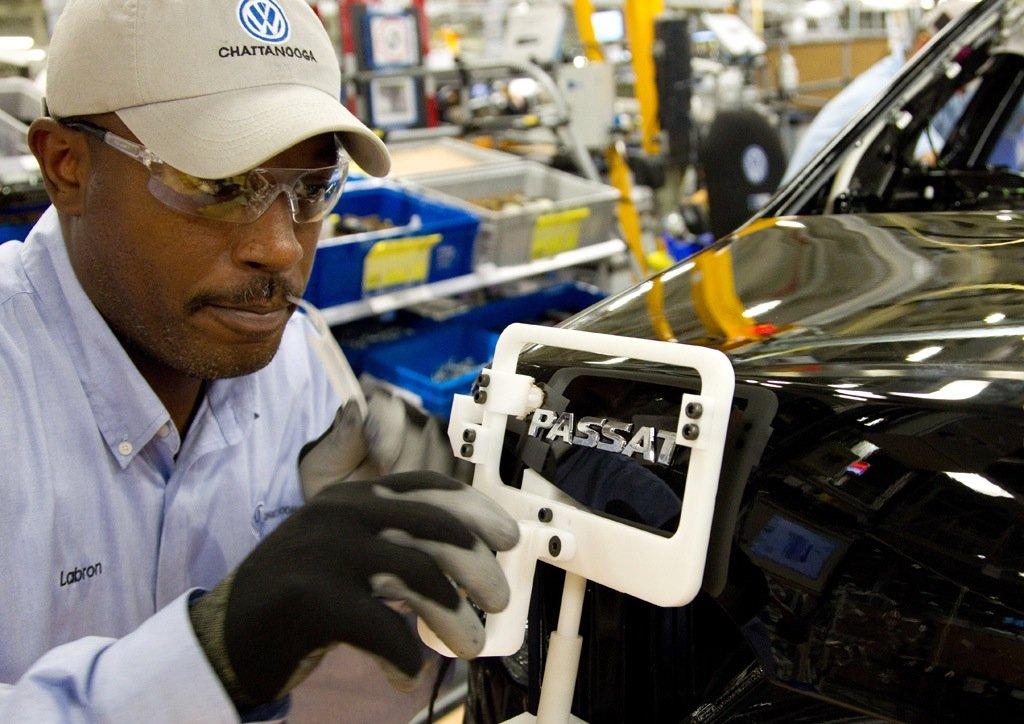 VW-Werk Chattanooga in den USA: VW-Chef Matthias Müller hat angekündigt, 900 Millionen $ in einen neuen, sportlichen SUV für den US-Markt zu investieren. Dadurch sollen 2000 neue Arbeitsplätze in Chattanooga geschaffen werden.