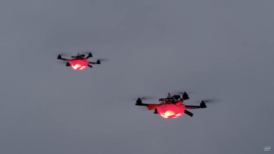 Guiness-Weltrekord: So lässt Intel 100 Licht-Drohnen in der Luft tanzen