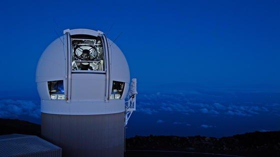 Mit dem Großteleskop Pan-Starrs auf demMauna KeaundHaleakalāinHawai wurden 2015 die meisten erdnahen Objekte (NEO) gesichtet.