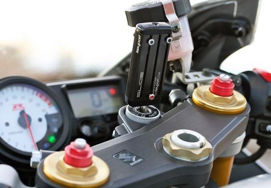 Das ist ein Schlüsselbund in Form eines Taschenmessers. Das Start-up Keyport aus den USA hat schon genug Geld eingesammelt, um das Tool zu bauen. Es enthält nicht nur Schlüssel, sondern auch zahlreiche E-Tools wie die Fernbedienung fürs Garagentor, einen USB-Stick oder einen GPS-Tracker.