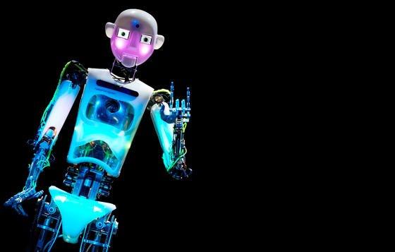 Freund oder Feind? Roboter könnten in den nächsten fünf Jahren in Industrieländern Millionen Jobs überflüssig machen.