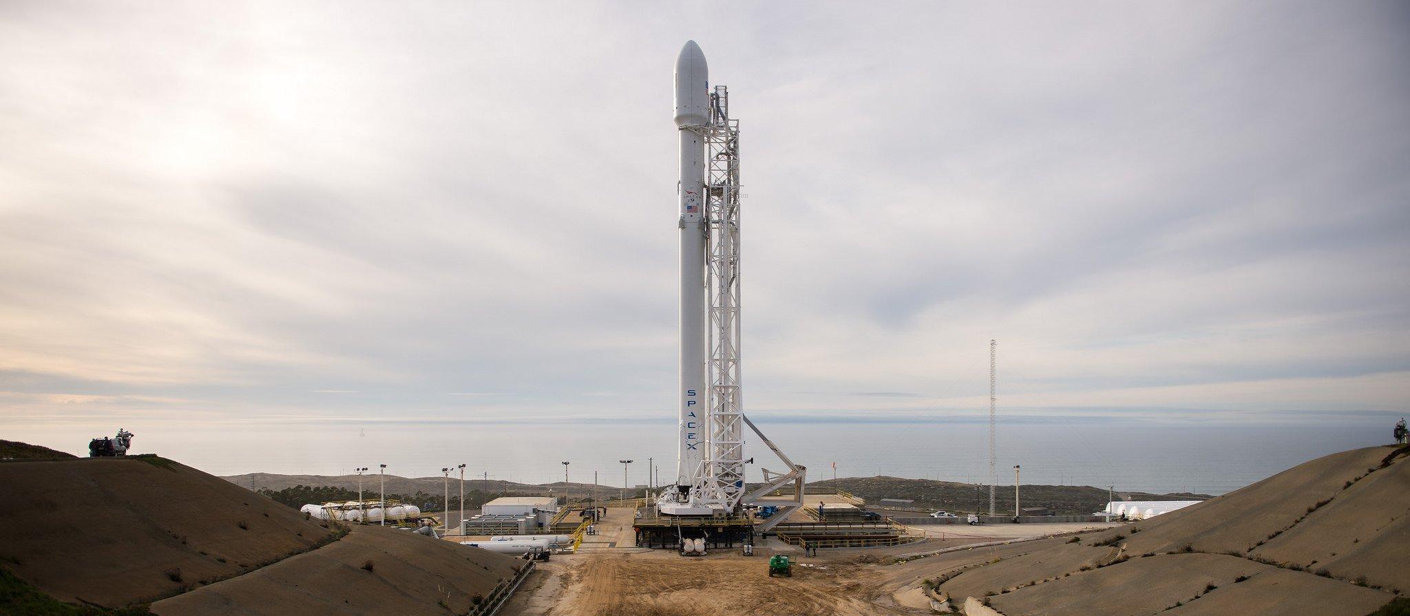 Die Falcon-9-Rakete von SpaceX kurz vor dem Start auf dem US-Luftwaffenstützpunkt Vandenbergh: Sie brachte den Satelliten Jason 3 erfolgreich in eine erdnahe Umlaufbahn.