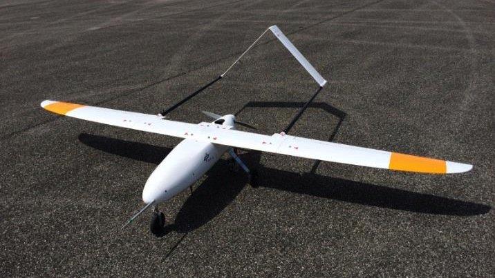 Der Versuchsflieger verfügt noch über Landevorrichtungen, die durch das entwickelte System überflüssig werden.