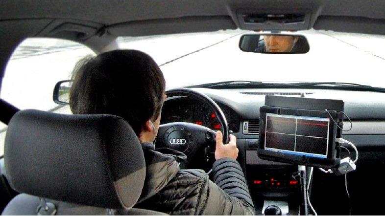 Der Fahrer erhielt beim DLR-Bodentest Steuerkommandos über eine graphische Anzeige (Fadenkreuz).