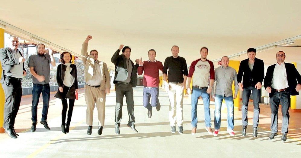 Voller Energie für die neue Geschäftsidee: das Team von Enio. Umrahmt von den beiden Gründern und Ingenieuren Friedrich Vogel (links außen) und Franz Schodl (rechts außen).