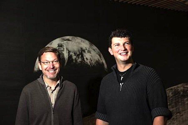 Caltech-Professor Mike Brown (li.) und Dozent Konstantin Batygin: Während Brown mehr den Himmel beobachtet und versucht das Gesehene in der Realität zu verankern, ist Batygyn mehr ein Theoretiker, der sich die Dinge aus physikalischer Sicht erschließt.
