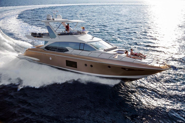Die Luxus-Yacht Azimut 66 ist voller Hightech: Sie lässt sich über ein elektronisches System, das auf jeden Steuermann individuell eingestellt werden kann, per Finger steuern. Alle Daten der Yacht lassen sich auf dem Tablet abrufen.