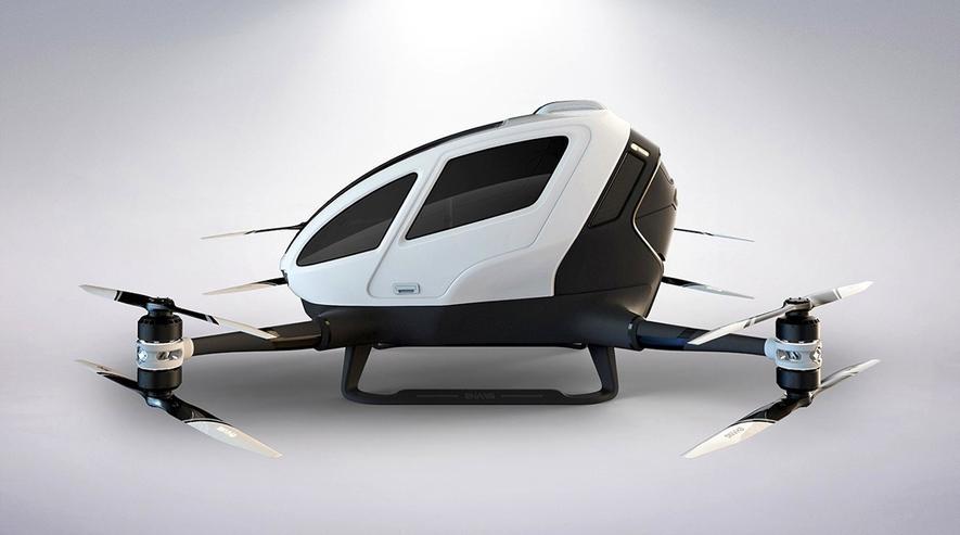 Die Hubschrauber-Drohne von Ehang verfügt über acht Rotoren mit einer Leistung von 142 PS. Sie lassen sich nach oben klappen, damit man auf einem Autoparkplatz parken kann.