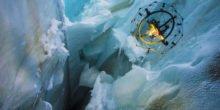 Unabstürzbar: Drohne mit Drahtkorb filmt in Gletscherspalte
