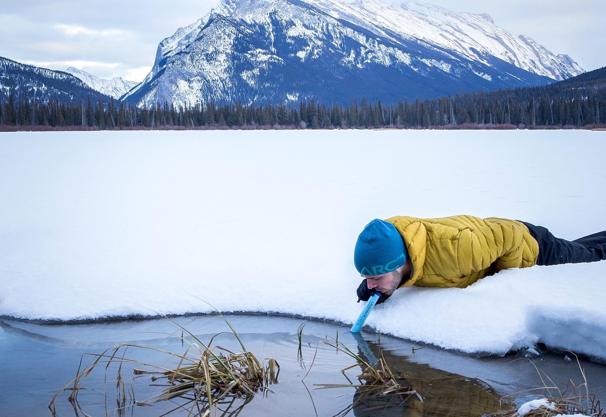Mit demLifestraw kann man schmutziges Wasser wie durch einen Strohhalm trinken. Das Gerät säubert das Wasser weitestgehend.