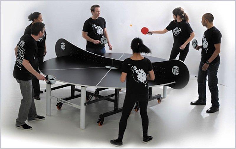 An der Tischtennisplatte von T3 können nicht nur vier, sondern sogar maximal zwölf Personen spielen.
