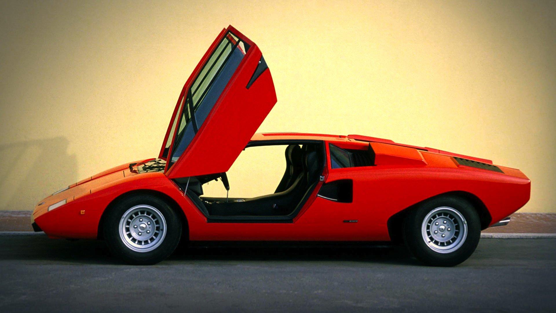 Der Lamborghini Countach von 1974 ist das Vorbild für die stark vereinfachte Version des Schuhherstellers United Nude. Von dieser ersten Countach-Version LP 400 ohne ausgestellte Kotfllügel wurden bis 1978 nur 151 Stück gebaut.