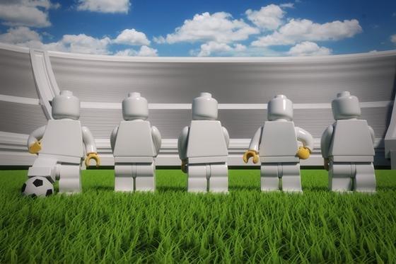 So neu, dass sie noch keine Gesichter haben: die Lego-Minifiguren, die demnächst als Fußballnationalmannschaft daher kommen. Am 26. Januar haben Lego und der DFB dazu ihre Partnerschaft bekannt gegeben. Und darüber spricht man natürlich auch auf der Spielwarenmesse.