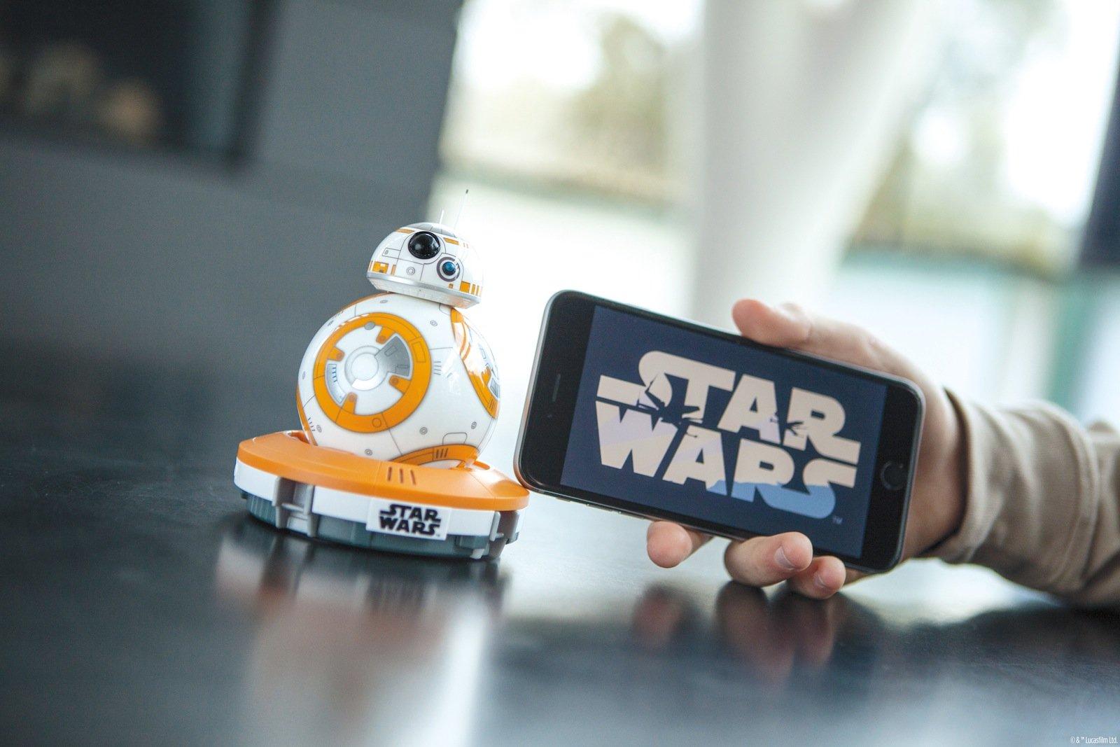 Wird über eine Smartphone-App gesteuert: Droid BB-8 von Sphero.